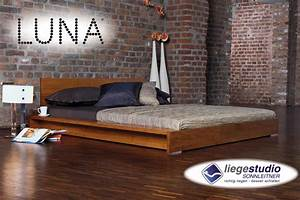 Bett Mit Ablagefläche : luna bett lotos kaufen liegestudio sonnleitner wien ~ Indierocktalk.com Haus und Dekorationen