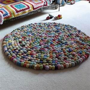 Canevas Pour Tapis : tapis boules crochet et avec des aiguilles tricoter on fait quoi pinterest tapis ~ Farleysfitness.com Idées de Décoration