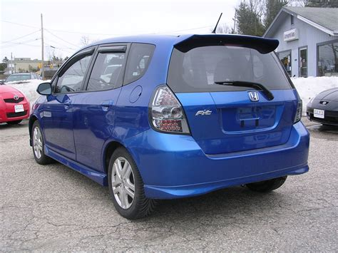 Honda headlight is designed to accommodate different driving conditions. Earthy Cars Blog: EARTHY CAR OF THE WEEK: 2007 Blue Honda Fit