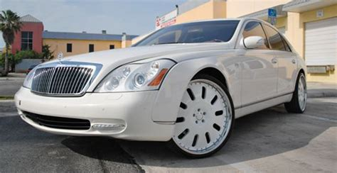 360 Degree View Of White Maybach 62s