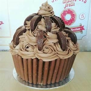 Chocolate Giant Cupcake Recipe - Cake It To The Max