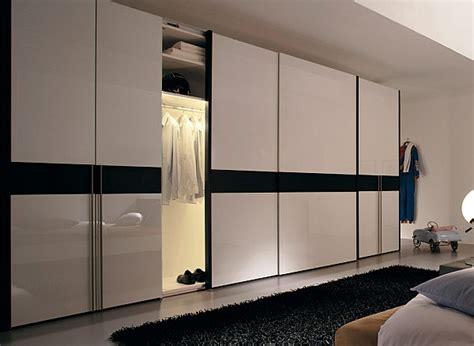 armoire chambre porte coulissante miroir la porte de dressing coulissante garantit un style moderne