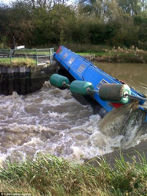 How To Build A Boat Gate by Shocking Moment 14 Tonne Narrowboat Smashes Into River