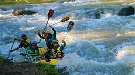 menikmati serunya rafting  sungai elo tribun jogja