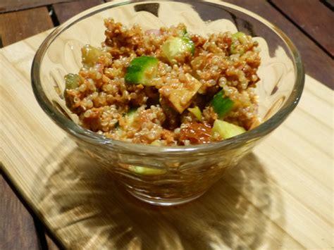cuisiner une courge salade fraîcheur aux quinoa et thon à la tomate gourmicom
