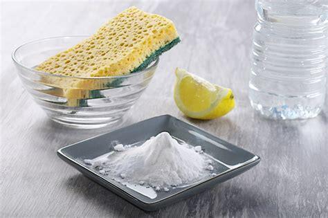 nettoyer canape tissu bicarbonate de soude conseils comment nettoyer un canap 233 en tissu et enlever