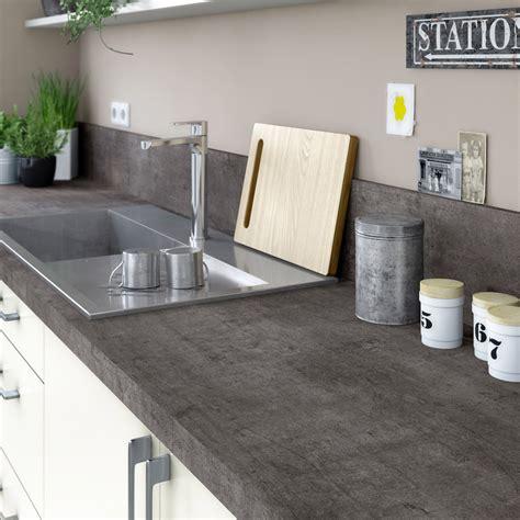 cuisine grise et plan de travail noir plan de travail stratifié steel noir mat l 315 x p 65 cm