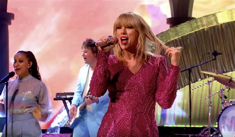 taylor swift perform buoyant   graham norton
