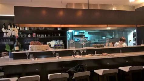 fa nce de cuisine grand comptoir avec cuisine ouverte picture of le