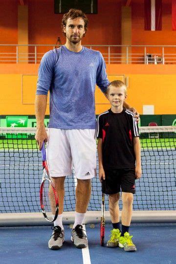 Foto: Gulbis trenējas Valmierā kopā ar jaunajiem tenisistiem - Citi sporta veidi - Sports ...