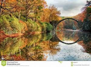 Puente, Rakotzbrucke, Puente, De, Rakotz, Del, S, Del, Diablo, En, Kromlau, Sajonia, Imagen, De, Archivo