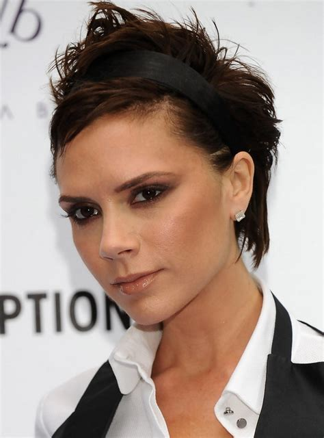 latest  popualr short haircuts  styles weekly