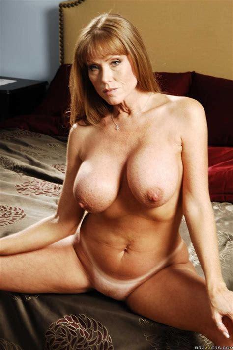 Darla Crane hot MILF fucks in her bed (Brazzers - 18 Pictures)