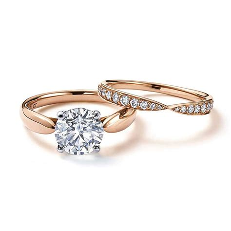 has captured our hearts with its rose gold engagement rings and wedding bands the