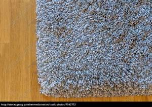 Teppich Auf Teppich : grauer teppich auf parkett lizenzfreies foto 7542772 bildagentur panthermedia ~ Eleganceandgraceweddings.com Haus und Dekorationen