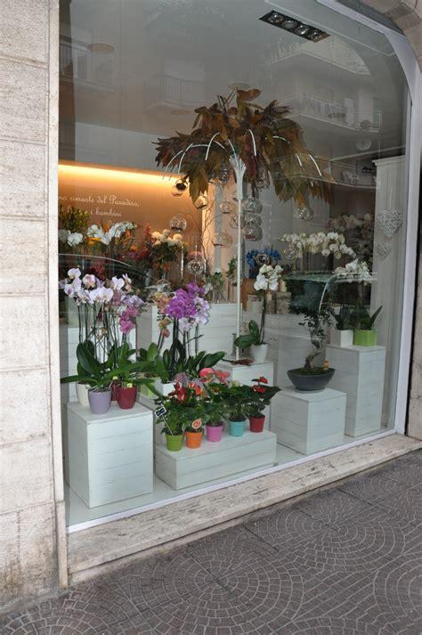 negozio di arredamento arredamento in legno per negozio di fiori fadini mobili