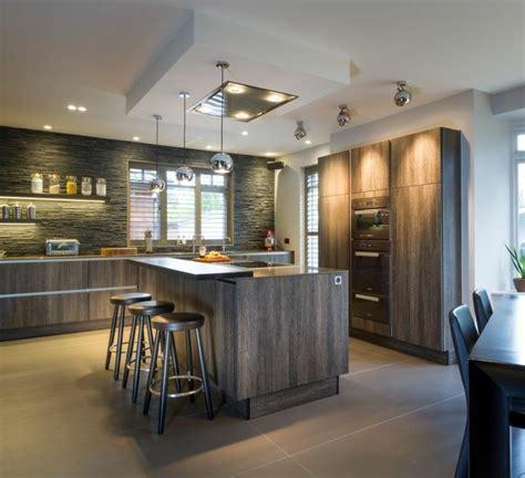 cuisine moderne blanche et bois idées cuisine focus sur la cuisine chalet moderne