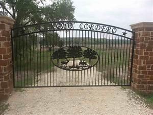 Custom Ranch Entrance Gates & Metal Farm Gates Patterson