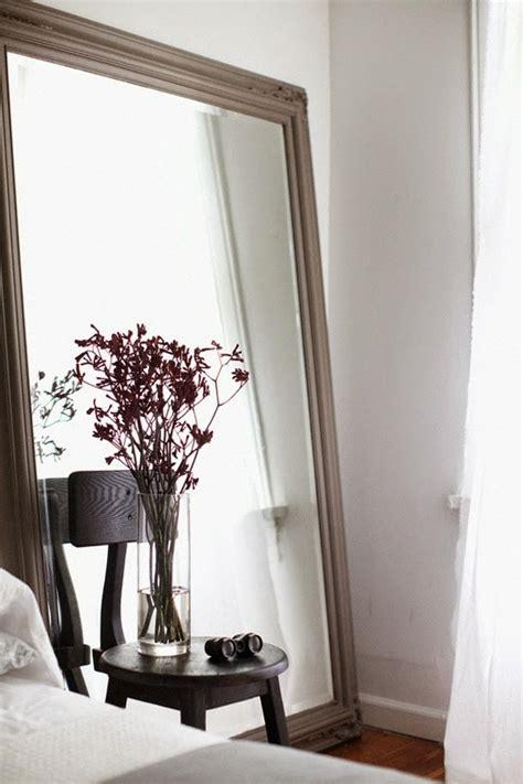 miroir dans chambre a coucher grand miroir la classique perdue qui fait vivre l espace