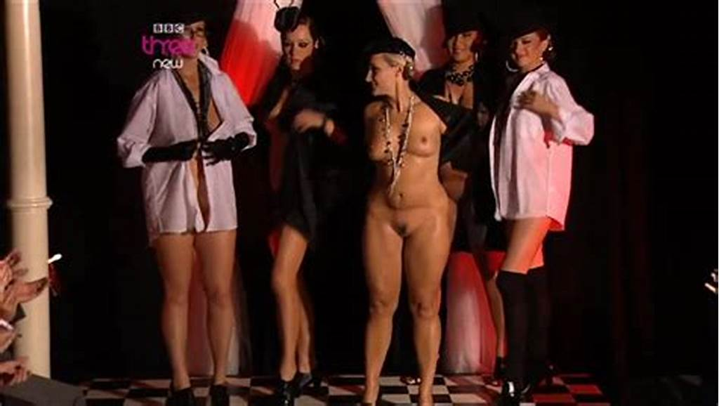 #Nude #Catwalk #On #Podium