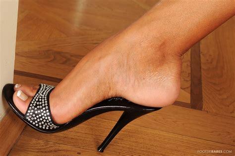Pretty brunette Ashley Bulgari showing off her sexy feet - My Pornstar Book
