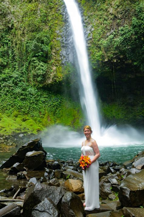 lauren jedd fortuna waterfall costa rica wedding photographer