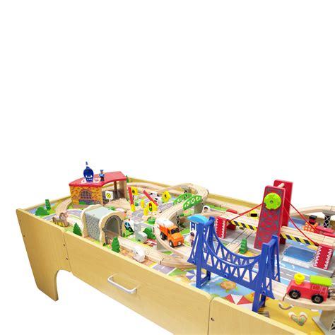 Koka spēļu galds