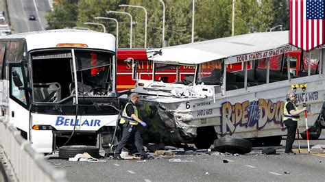 Duck Boat Accident Seattle by Fatal Road Accident Between Duck Boat And Charter Bus In