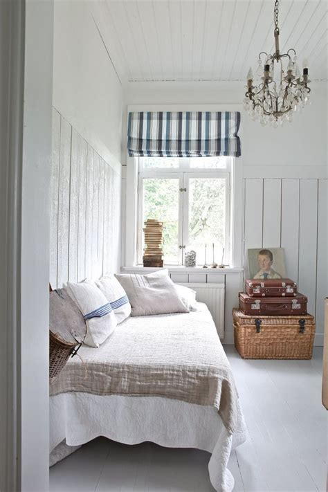 small cottage bedroom best 25 beach cottage bedrooms ideas on pinterest 13310   e67c070985f9d0b9f6fbfe32289fd1a3 beach cottage bedrooms small bedrooms