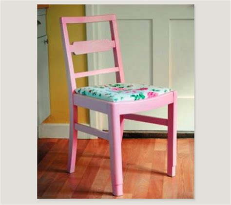 spray painting a kitchen chair