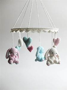 Mobile über Wickeltisch : baby mobile crochet bunny mobile newborn crib mobile handmade baby gift beautiful bunny ~ Orissabook.com Haus und Dekorationen