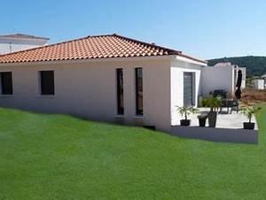 maison de plain pied avec toit en 4 pentes maison With amenagement exterieur maison terrain en pente 8 cout construction maison avec sous sol maison moderne