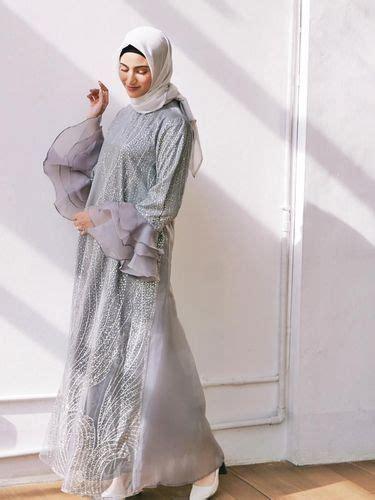 Anda dapat mencari clutch yang. Tren Baju Kondangan Hijab Terbaru 2019, Cantik Nggak Pakai ...
