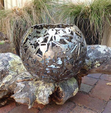 Schluessel Eine Kreative Dekoidee by Schl 252 Ssel Als Kreative Gartendekoration Mit Diy Kugel