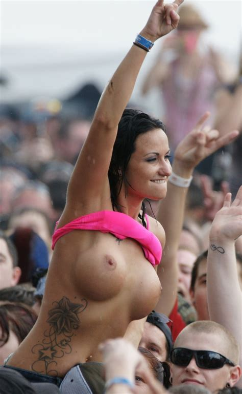 Topless Babe At Concert G48r13l