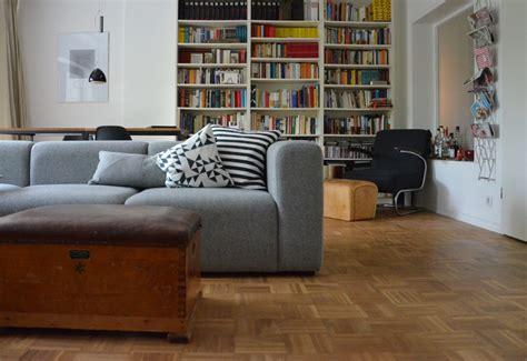 graue sofas ideen fuer dein wohnzimmer