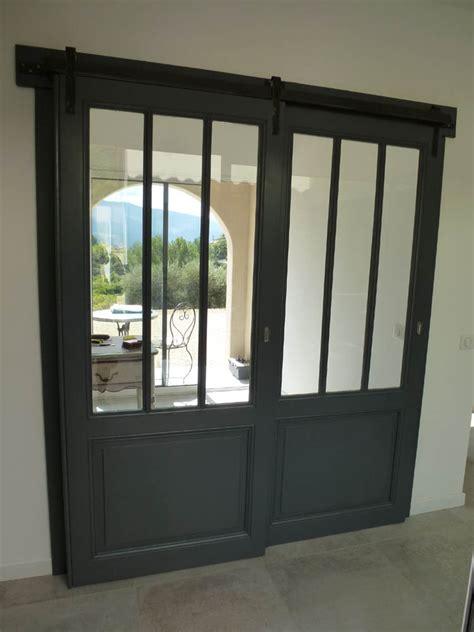 porte d atelier coulissante portes coulissantes vitr 233 e style atelier avec rail m 233 tal et roulettes sur platines