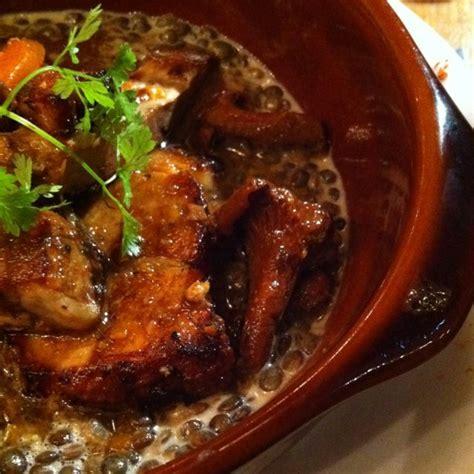 cuisiner le tendron de veau tendron de veau cuit doucement aux girolles les galopins