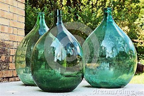 decoration de bouteille en verre grande bouteille trois en verre verte d 233 coration de jardin photo stock image 42696430