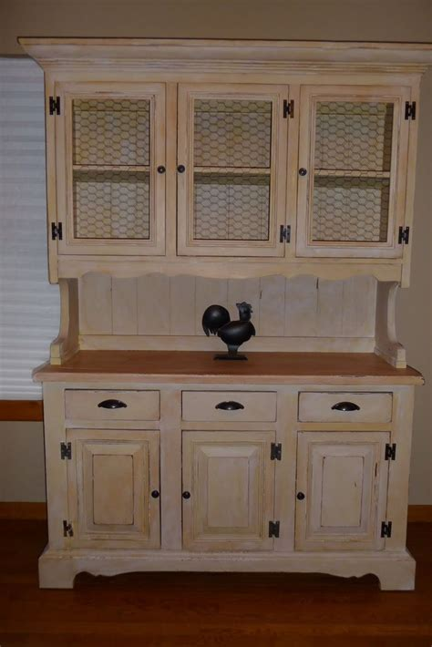 country kitchen hutch 1000 ideas about country hutch on