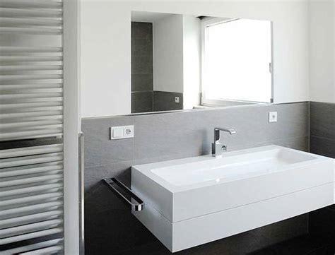 Badezimmer Fliesen Weiß Anthrazit
