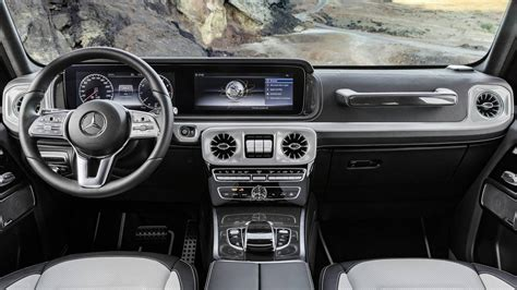 mercedes  class interior revealed  space