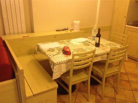 cassapanca con tavolo tavolo pranzo con cassapanca foto di residence club