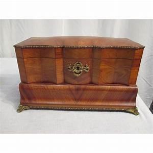 Coffre à Bijoux Bois : boite bijoux en placage de bois de rose elle est d ~ Premium-room.com Idées de Décoration