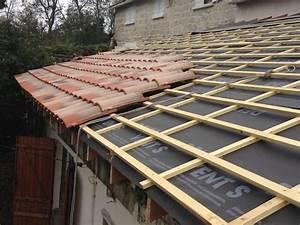 Tuile Pour Toiture : poser des tuiles lors d 39 installation d 39 une toiture ~ Premium-room.com Idées de Décoration