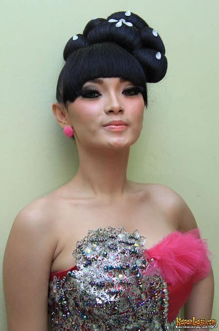 Popular Foto Artis Profil Foto Zaskia Gotik Terbaru 2013