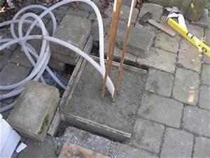 Einfahrtstor Selber Bauen : fundament fuer den pfosten fuer ein einfahrtstor machen ~ Lizthompson.info Haus und Dekorationen