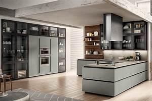 Cucina moderna con penisola, colonne attrezzate e boiserie / Cucine Salerno