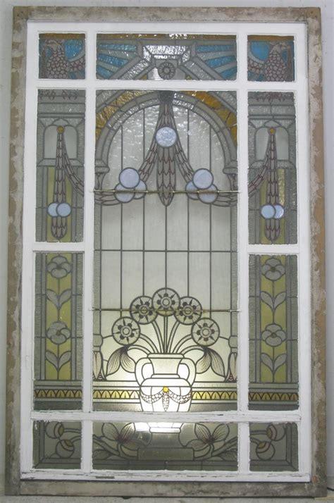 treppenhausfenster jugendstil mit schoener bleiverglasung