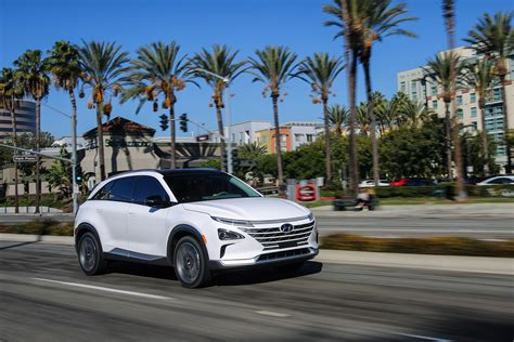 2019 Hyundai Nexo Fuel Cell Vehicle Features 370 Miles Of